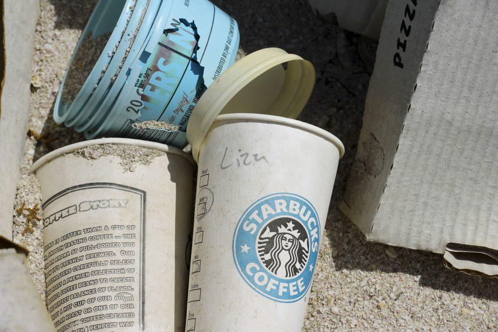 Tisztább város óriás csészékkel