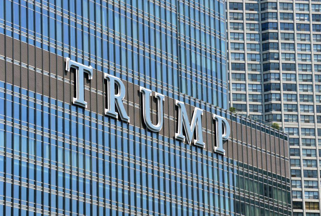Büntetőadót vetne ki Trump az USÁ-t elhagyó cégekre